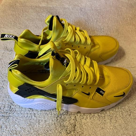 Men\u2019s Nike Huarache premium casual zip shoes